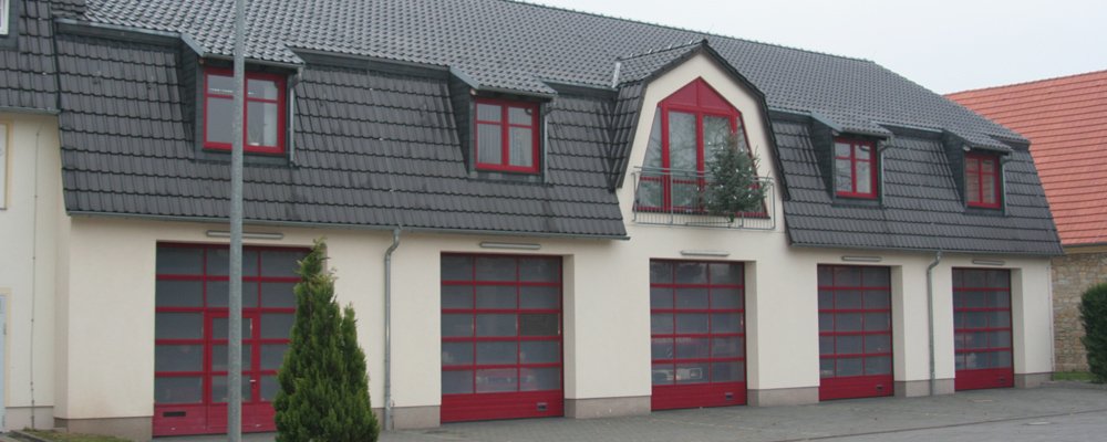 Feuerwehraus mit Ausfahrt